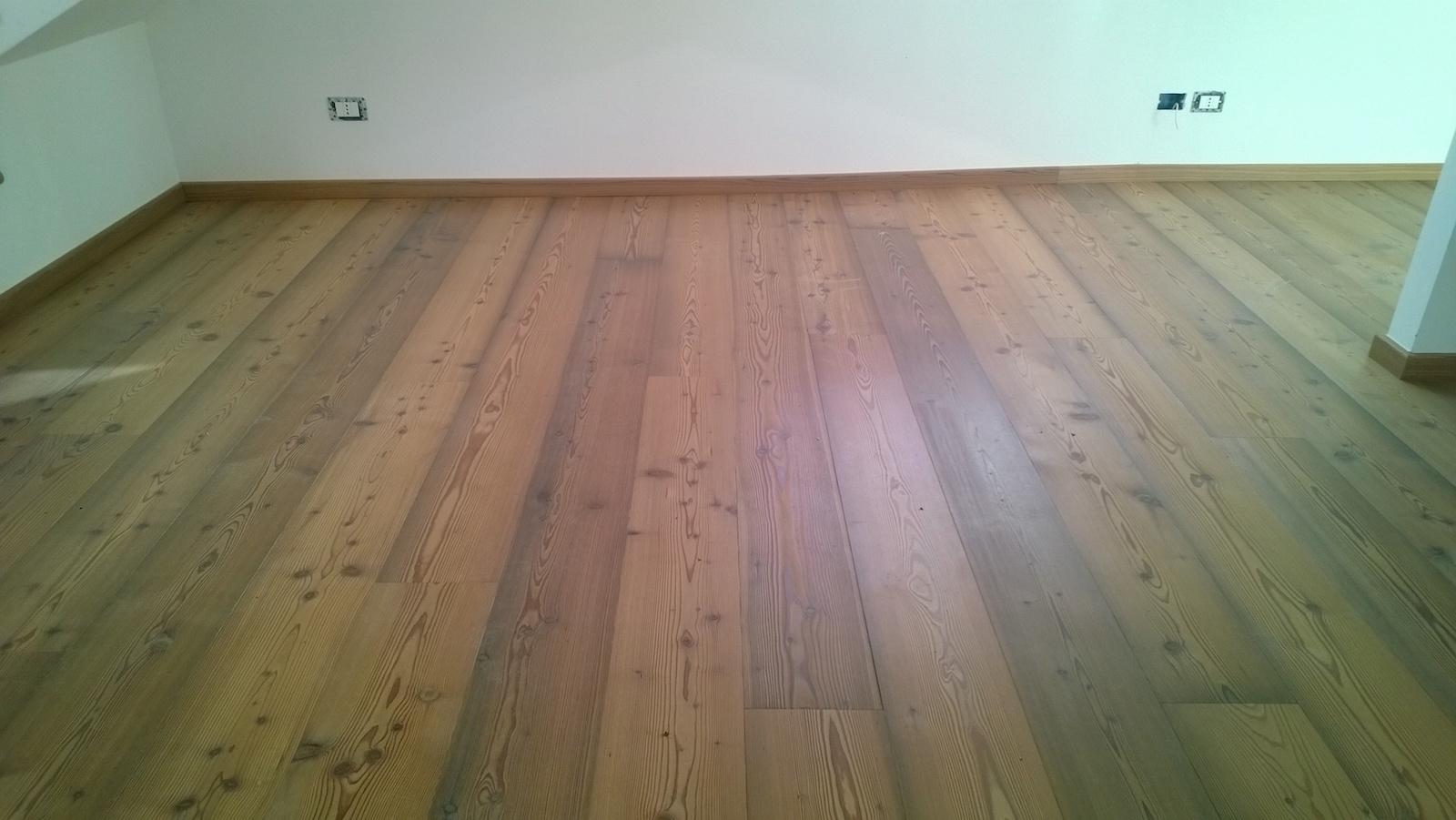 pavimento larice rustico